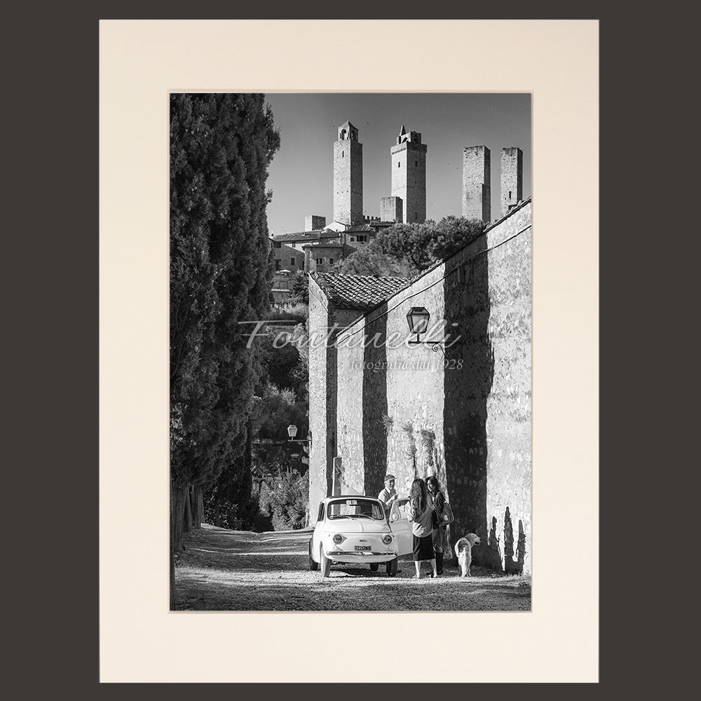 Behind the walls of San Gimignano with the Fiat 500