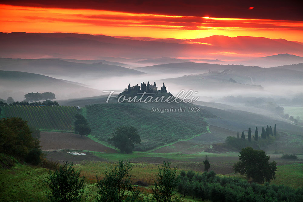 photo of a cottage in the val d orcia at sunrise tuscany