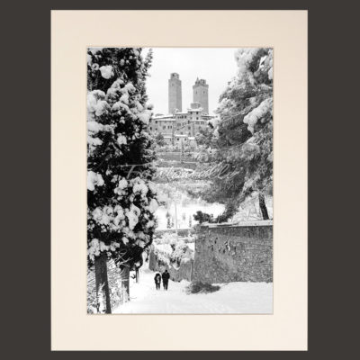 San Gimignano and Tuscany black and white picture with snow and winter for sale 7