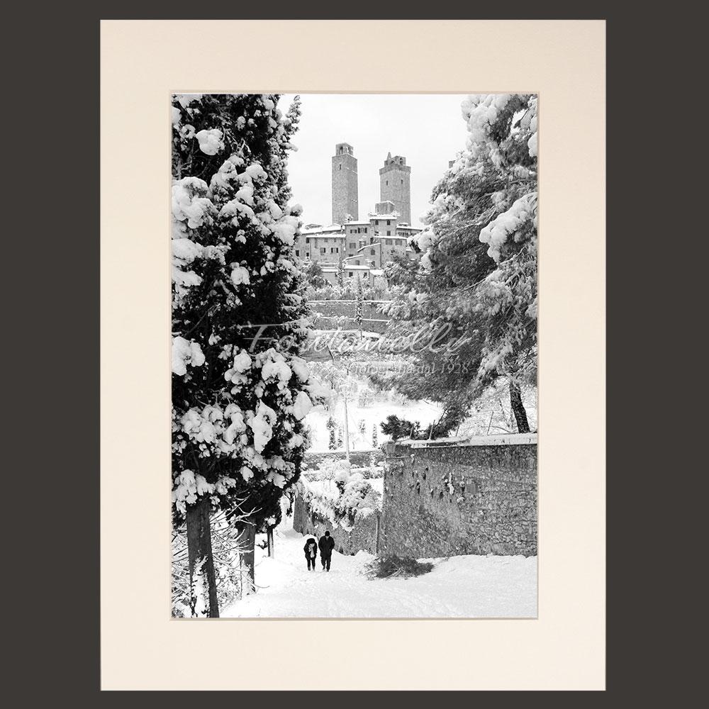 Foto Passeggiata Tra Le Mura E Neve Bianco E Nero San Gimignano