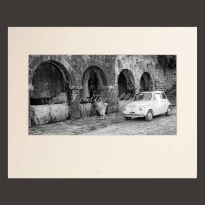 Picture Fiat 500 to the medieval fountains San Gimignano in Tuscany