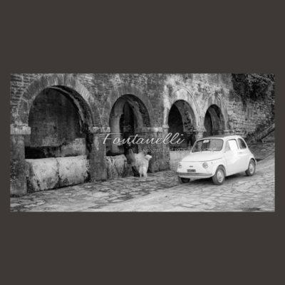 Foto Fiat 500 alle fonti medievali San Gimignano in Toscana